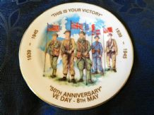 "RARE VINTAGE 6.75"" GILDED DISPLAY PLATE DAVID BOWKETT VE DAY 1945 OTTERY ST MARY"